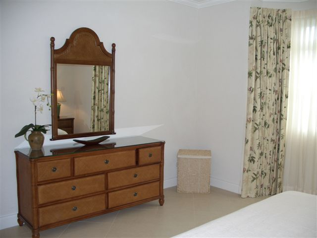 103 HB CIMG0787 - Master Bedroom with Vanity Unit