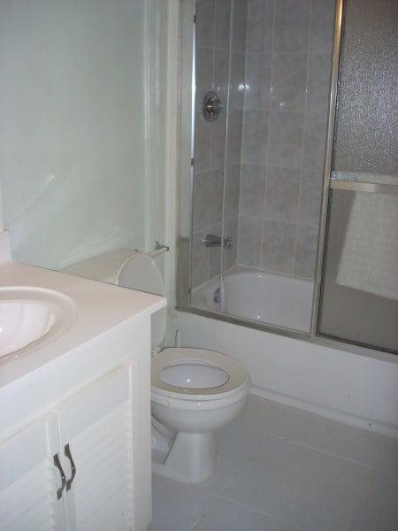 Bataleys - HS - shared bathroom