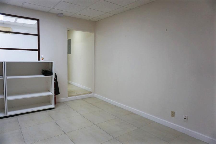 D&C 1000 sq.ft. office 02