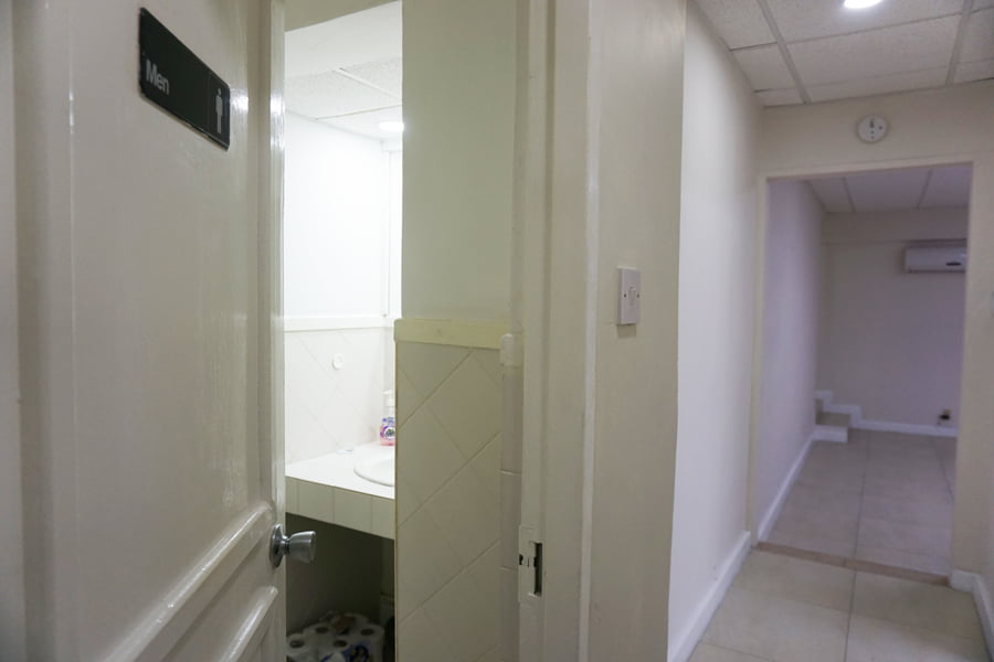 D&C 1000 sq.ft. office 11