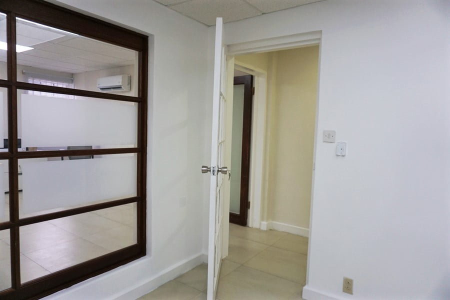 D&C 1000 sq.ft. office 15