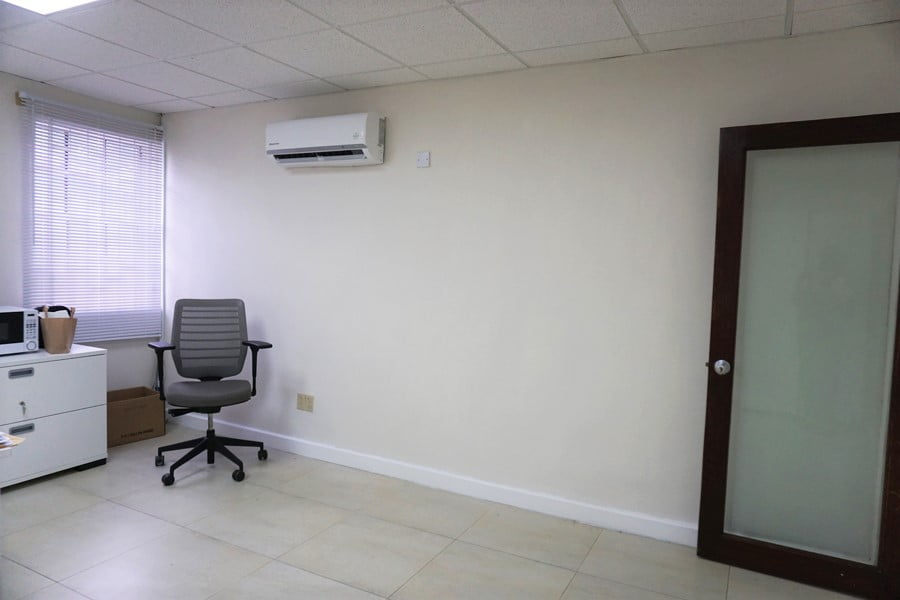 D&C 1000 sq.ft. office 18